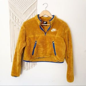 Nike Plush Fleece 1/4 zip Cropped Pullover teddy